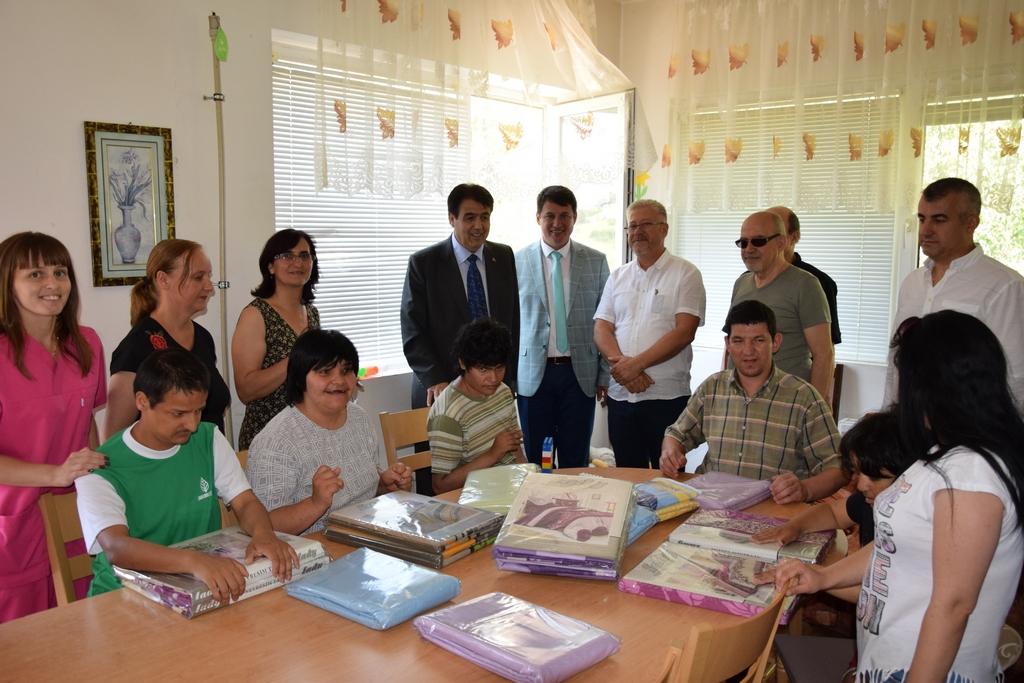 Eğridereliler Derneğinden Ardino Sığınma Evine bağış